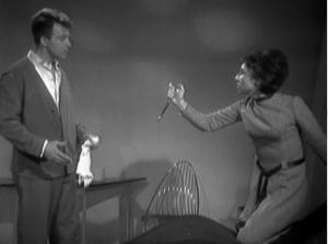 As paranoia grips the TARDIS crew, Susan confronts Ian.